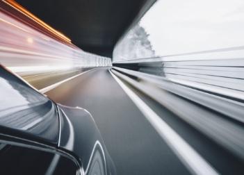 La politica contro l'auto